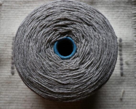 Fil à tricoter gris pure laine française