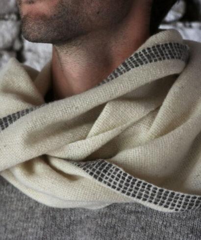 Écharpe blanche pure laine mérinos tissé main