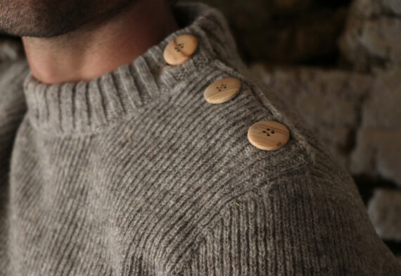 Pull homme boutons bois laine française
