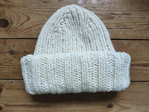 Bonnet blanc à tricoter laine bio locale