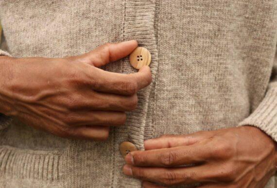 Détail bouton cardigan Sésame
