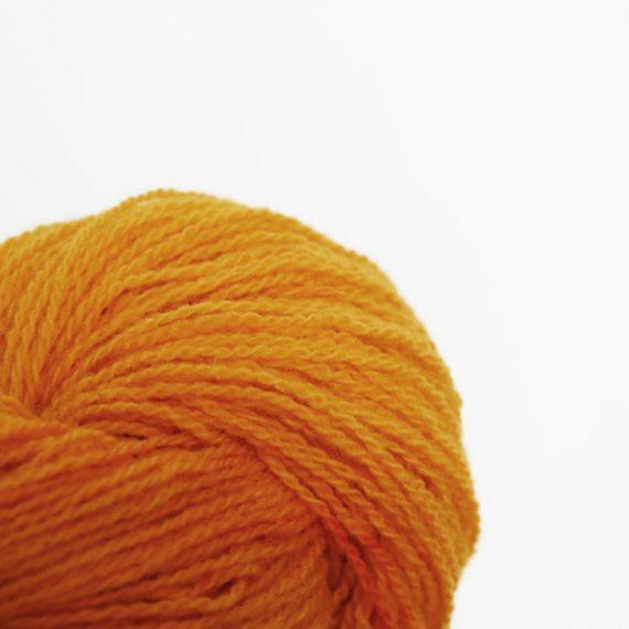 fil à tricoter jaune orangé zoom